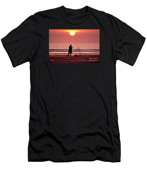 Llangennith Fishing At Sundown Men's T-Shirt (Athletic Fit)
