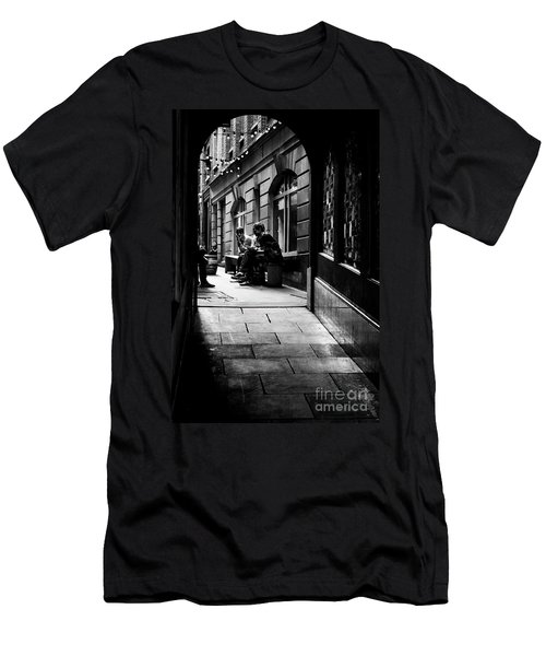 London Backstreet Alley Men's T-Shirt (Athletic Fit)
