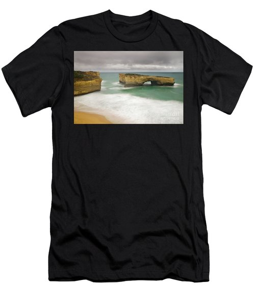 London Bridge 2 Men's T-Shirt (Athletic Fit)