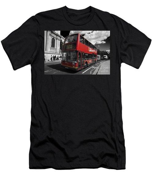 London Bus Men's T-Shirt (Athletic Fit)