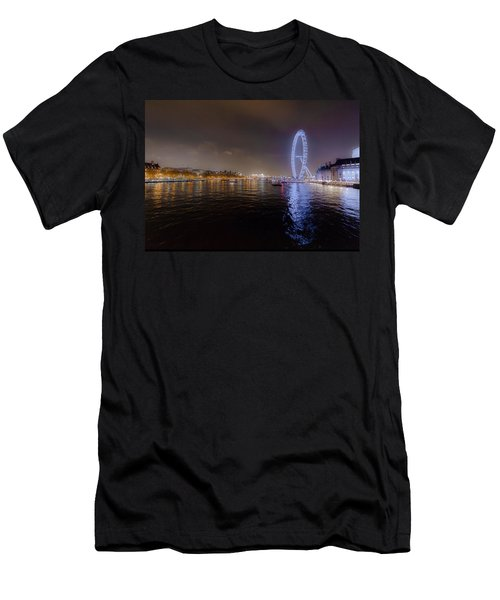 London Eye At Night Men's T-Shirt (Athletic Fit)