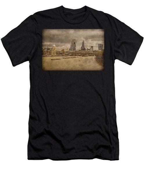 London, England - London Skyline East Men's T-Shirt (Athletic Fit)
