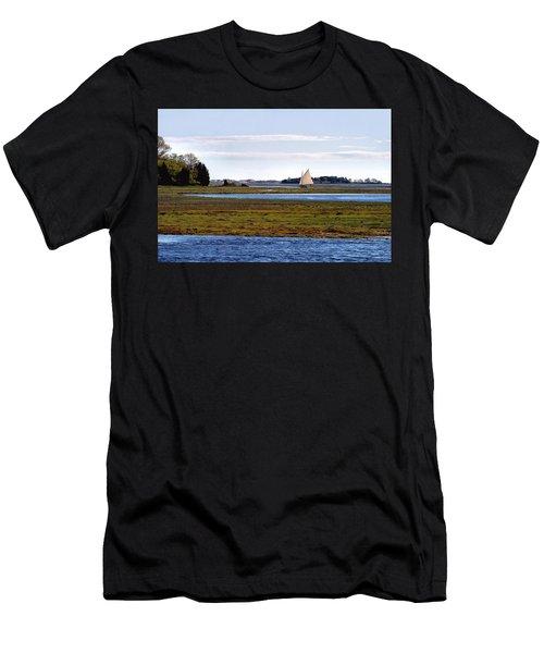 Lone Sail Men's T-Shirt (Athletic Fit)