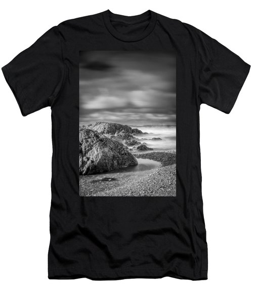 Long Exposure Of A Shingle Beach And Rocks Men's T-Shirt (Athletic Fit)