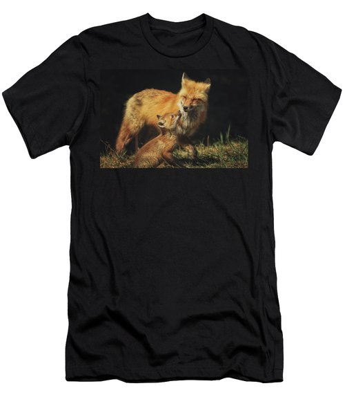 Looking Up To Mommy Men's T-Shirt (Athletic Fit)