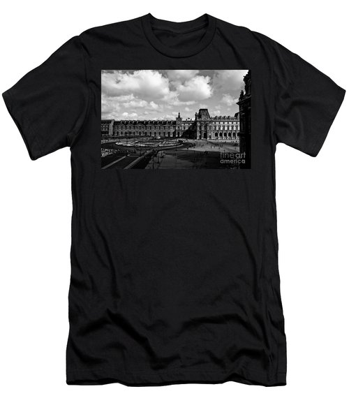 Louvre Museum Men's T-Shirt (Athletic Fit)