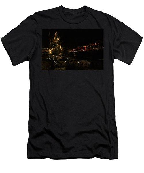 Lutsen Christmas Three Men's T-Shirt (Athletic Fit)