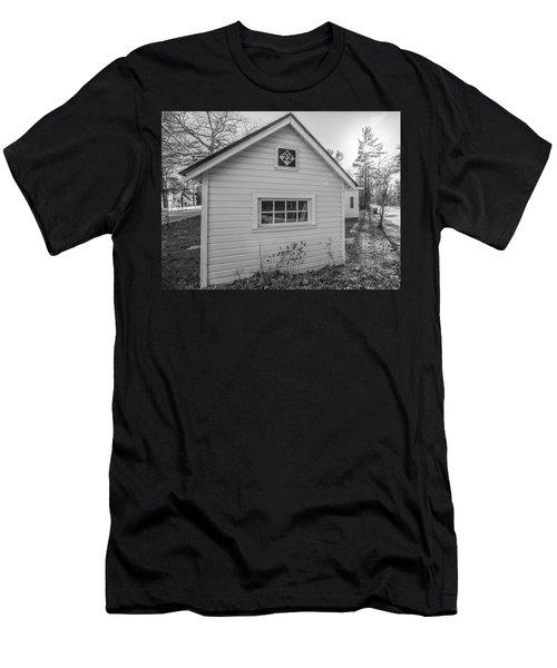 M22 Shed Men's T-Shirt (Athletic Fit)