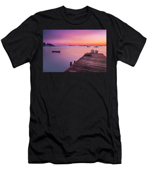 Maine Cooks Corner Lobster Shack At Sunset Men's T-Shirt (Athletic Fit)
