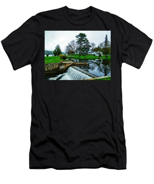 Maine House  Men's T-Shirt (Athletic Fit)