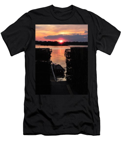 Maine Sunset And Traps Men's T-Shirt (Athletic Fit)