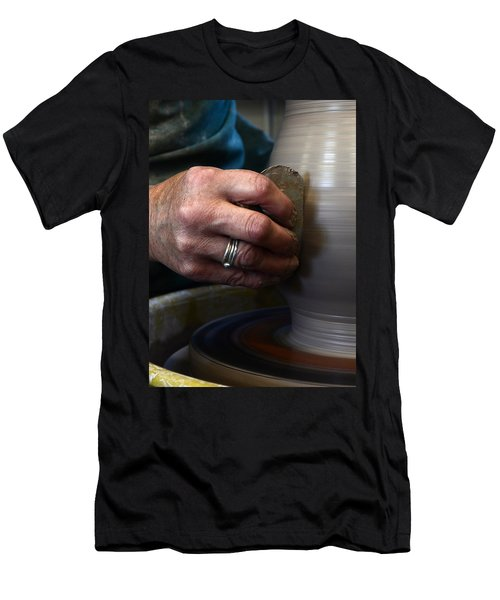 Mak_ell 9032 Men's T-Shirt (Athletic Fit)