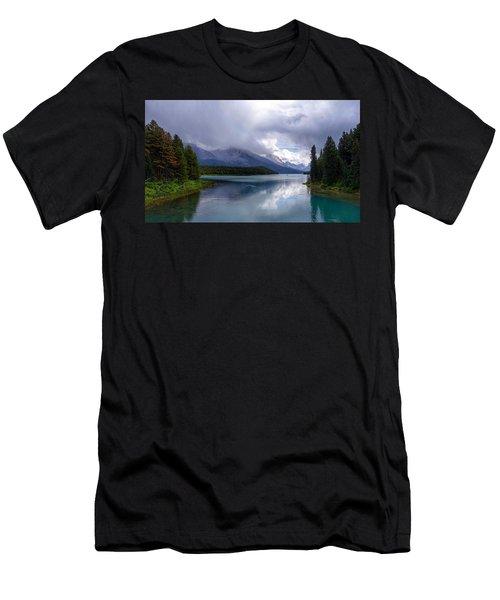 Maligne Lake Men's T-Shirt (Athletic Fit)