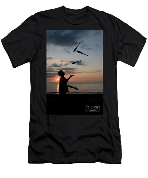 Man Juggling With Four Clubs At Sunset Men's T-Shirt (Athletic Fit)