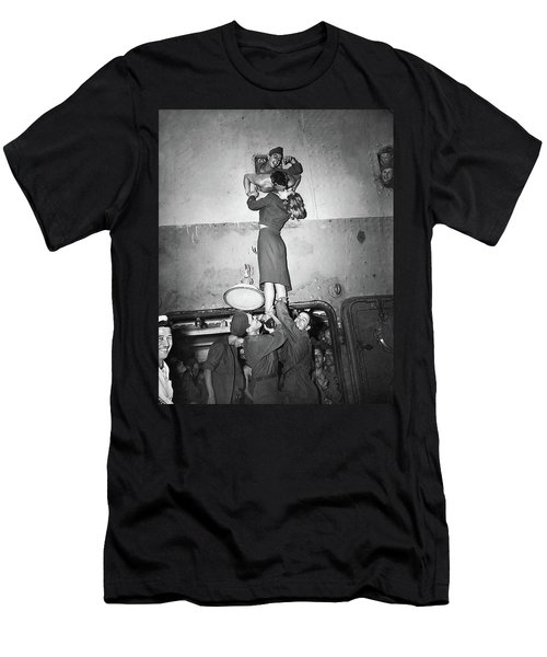 Marlene Dietrich Kissing Soldier Returning From Ww2 1945 Men's T-Shirt (Athletic Fit)