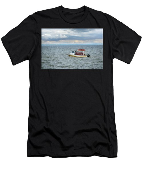 Maryland Crab Boat Fishing On The Chesapeake Bay Men's T-Shirt (Athletic Fit)