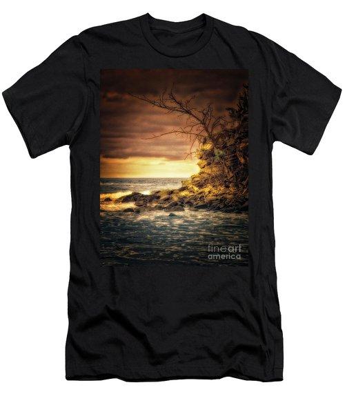 Maui Ocean Point Men's T-Shirt (Athletic Fit)