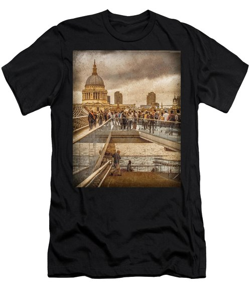 London, England - Millennium Bridge II Men's T-Shirt (Athletic Fit)