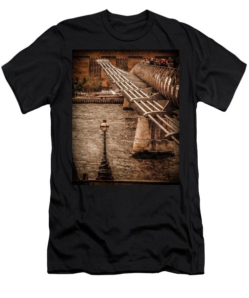 London, England - Millennium Bridge Men's T-Shirt (Athletic Fit)