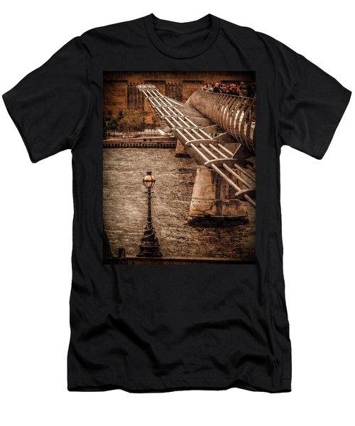 London, England - Millennium Bridge Men's T-Shirt (Athletic Fit)