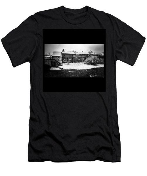 #monochrome #blackandwhite #bnw Und Men's T-Shirt (Athletic Fit)