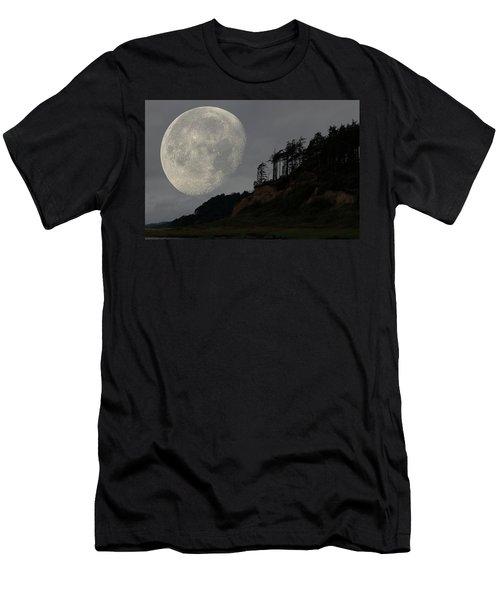 Moon At Roosevelt Beach Wa Men's T-Shirt (Athletic Fit)