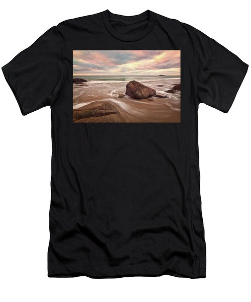 Morning Glow Singing Beach Ma Men's T-Shirt (Athletic Fit)