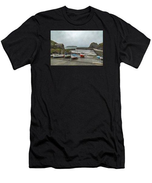 Mullion Cove Harbour Men's T-Shirt (Athletic Fit)