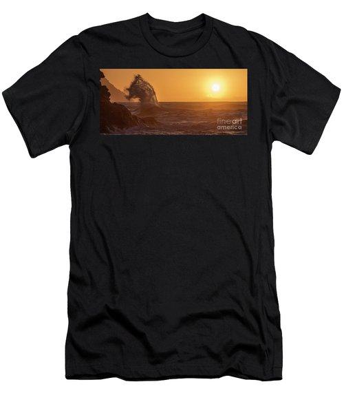 Napali Coast Kauai Hawaii Wave Explosion Iv Men's T-Shirt (Athletic Fit)