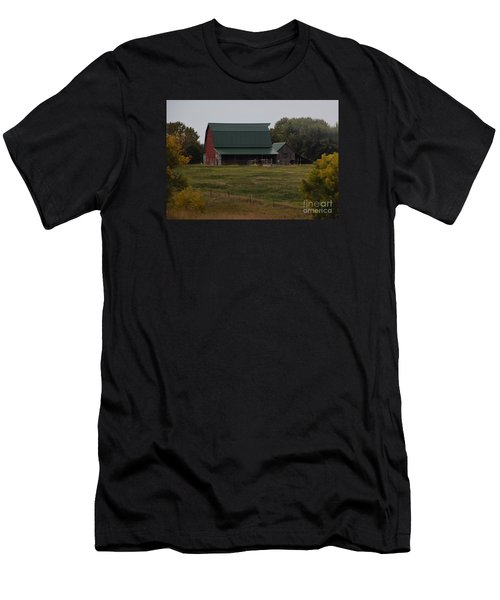 Nebraska Barn Men's T-Shirt (Athletic Fit)