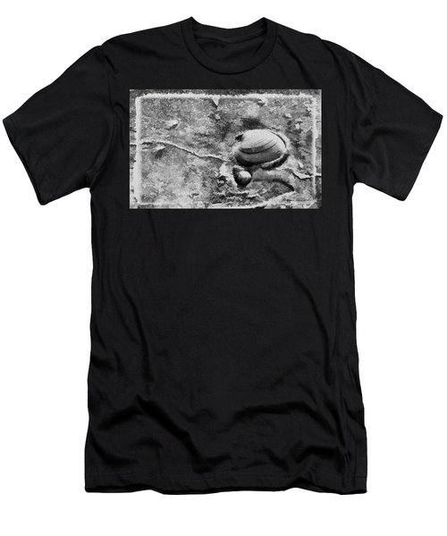 Never Clam Up Bw Men's T-Shirt (Athletic Fit)