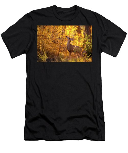 New Mexico Buck Browsing Men's T-Shirt (Athletic Fit)