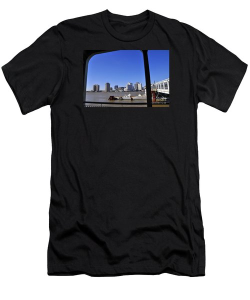 New Orleans Skyline Men's T-Shirt (Athletic Fit)