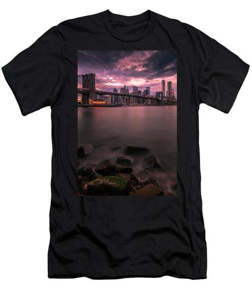 New York City Brooklyn Bridge Sunset Men's T-Shirt (Athletic Fit)