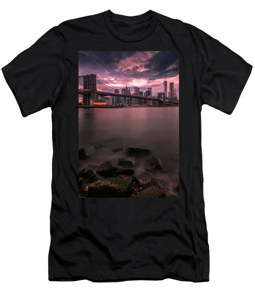 New York City Brooklyn Bridge Sunset Men's T-Shirt (Athletic Fit)