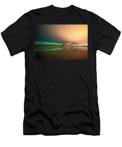 Northern Light In Lofoten Nordland 5 Men's T-Shirt (Athletic Fit)