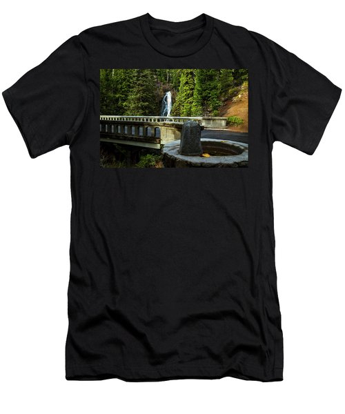 Old Barlow Road Bridge Men's T-Shirt (Athletic Fit)