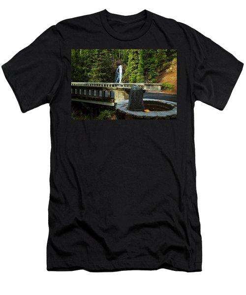 Old Barlow Road Bridge Men's T-Shirt (Athletic Fit)