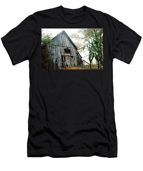 Old Barn In The Morning Mist Men's T-Shirt (Athletic Fit)