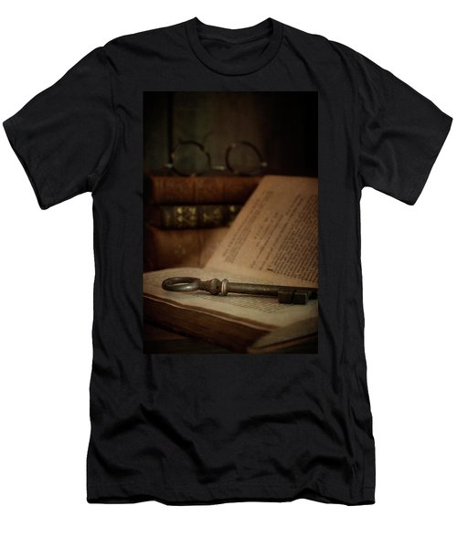 Old Book With Key Men's T-Shirt (Athletic Fit)
