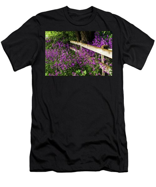 Old Fence And Purple Flowers Men's T-Shirt (Athletic Fit)