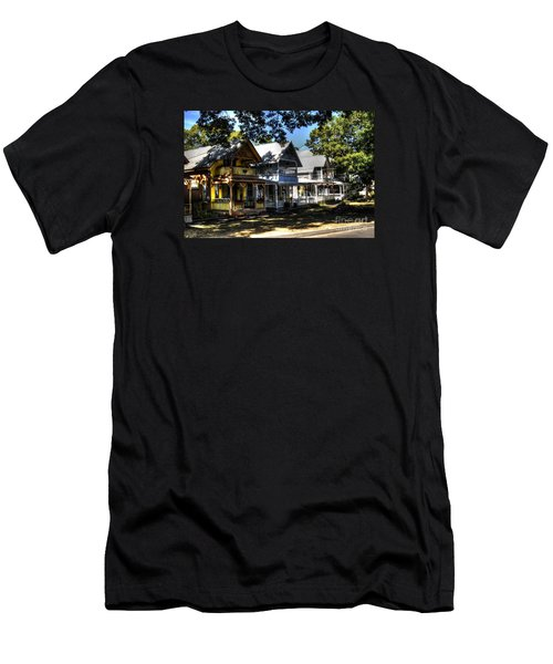 Old Homes Martha's Vineyard Men's T-Shirt (Athletic Fit)