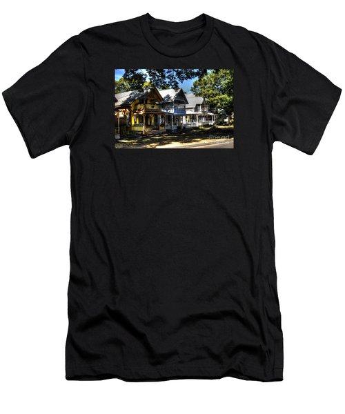 Old Homes Martha's Vineyard Men's T-Shirt (Athletic Fit)