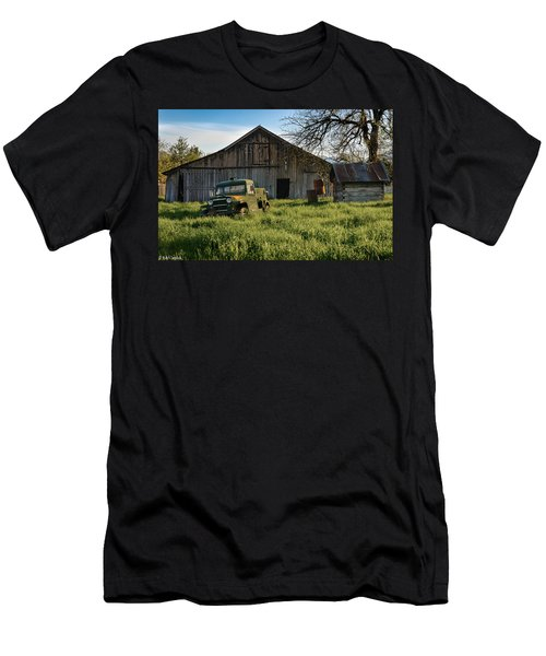 Old Jeep, Old Barn Men's T-Shirt (Athletic Fit)