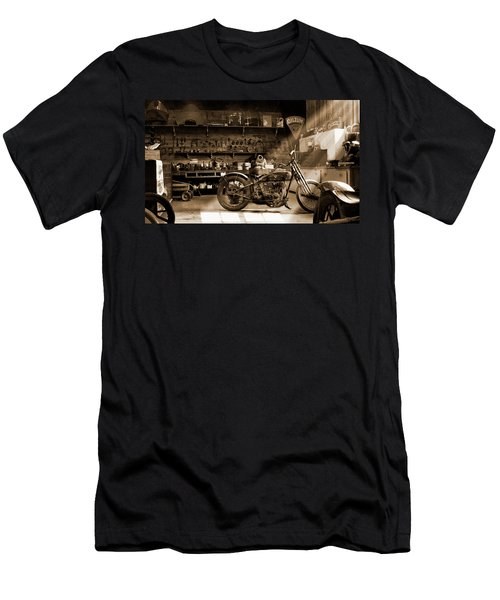 Old Motorcycle Shop Men's T-Shirt (Athletic Fit)