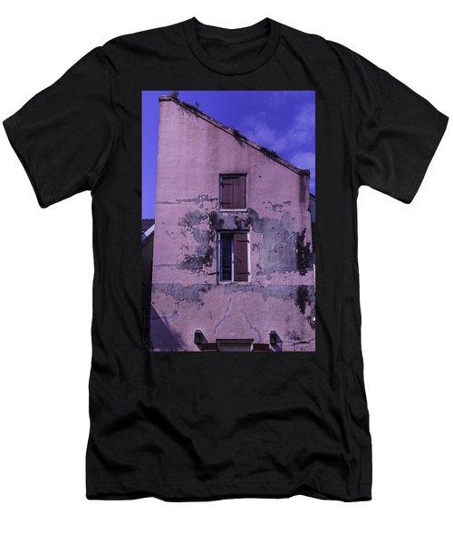 Old Pink Building Men's T-Shirt (Athletic Fit)
