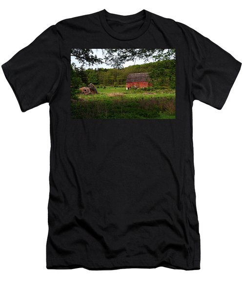 Old Red Barn 2 Men's T-Shirt (Athletic Fit)