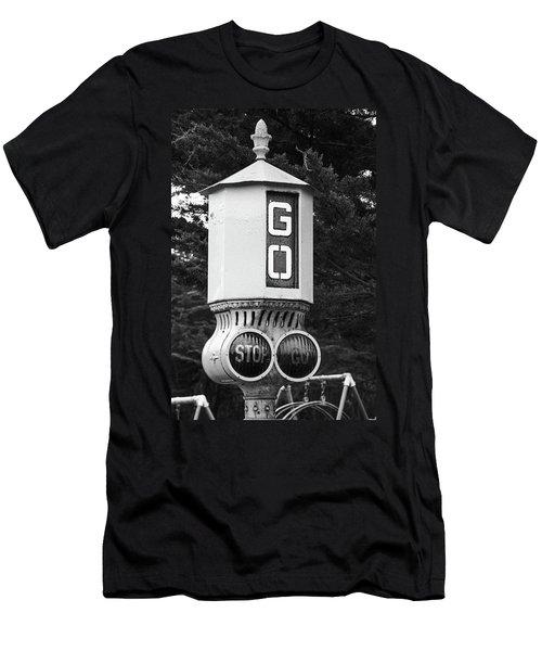 Old Traffic Light Men's T-Shirt (Athletic Fit)