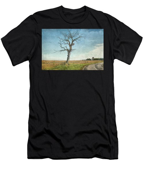 Old Tree  Men's T-Shirt (Athletic Fit)