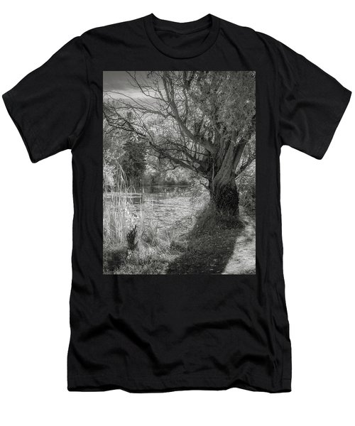 Old Willow Men's T-Shirt (Athletic Fit)